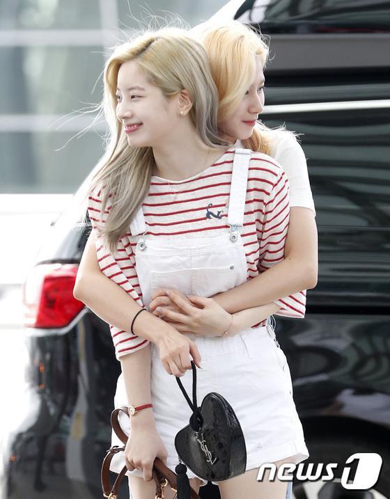 Da Hyun và Sana.