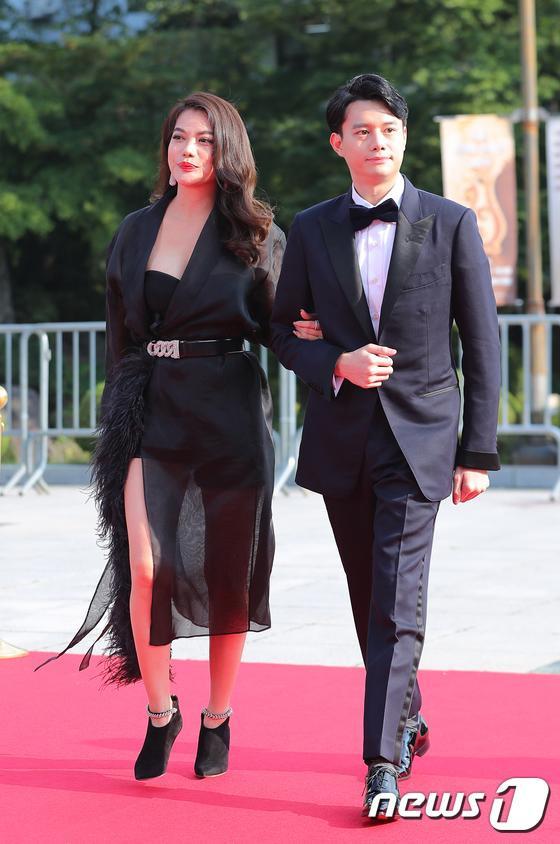 Thảm đỏ Seoul International Drama Awards 2019: Trương Ngọc Ánh  Anh Dũng đọ sắc Jang Nara và Ji Chang Wook ảnh 3
