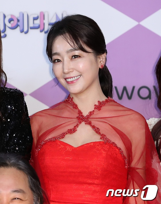 Lee Yeon Soo.