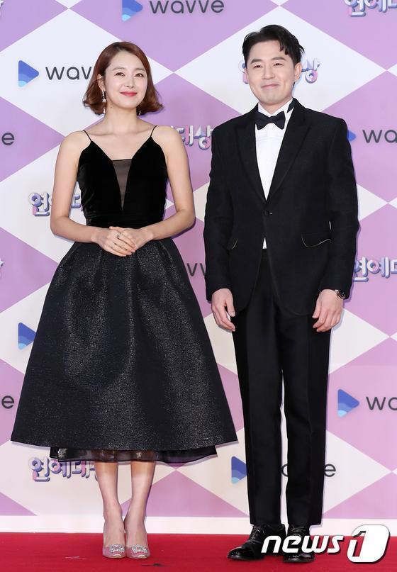 Diễn viên So Yi Hyun và Boom.