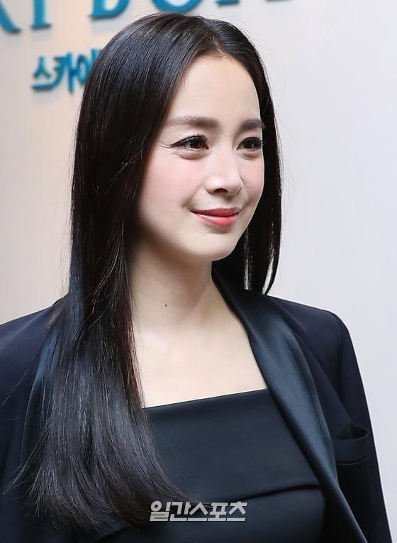 Cận cảnh nhan sắc đang bị lão hóa của Kim Tae Hee