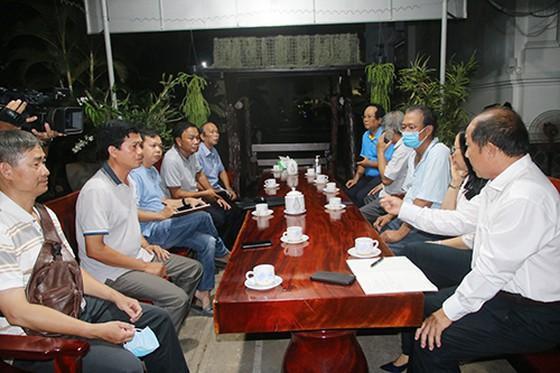 UBND tỉnh Đồng Tháp họp khẩn bàn phương án phòng chống dịch bệnh COVID- 19. Ảnh: SGGP