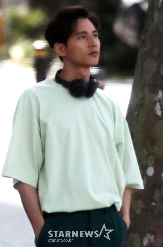 Ảnh chụp lén     Won Bin (42 tuổi) trên phố khiến Knet điên đảo: Lee Na Young mất chồng như chơi! ảnh 0