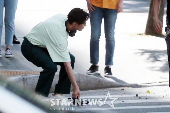 Ảnh chụp lén     Won Bin (42 tuổi) trên phố khiến Knet điên đảo: Lee Na Young mất chồng như chơi! ảnh 9