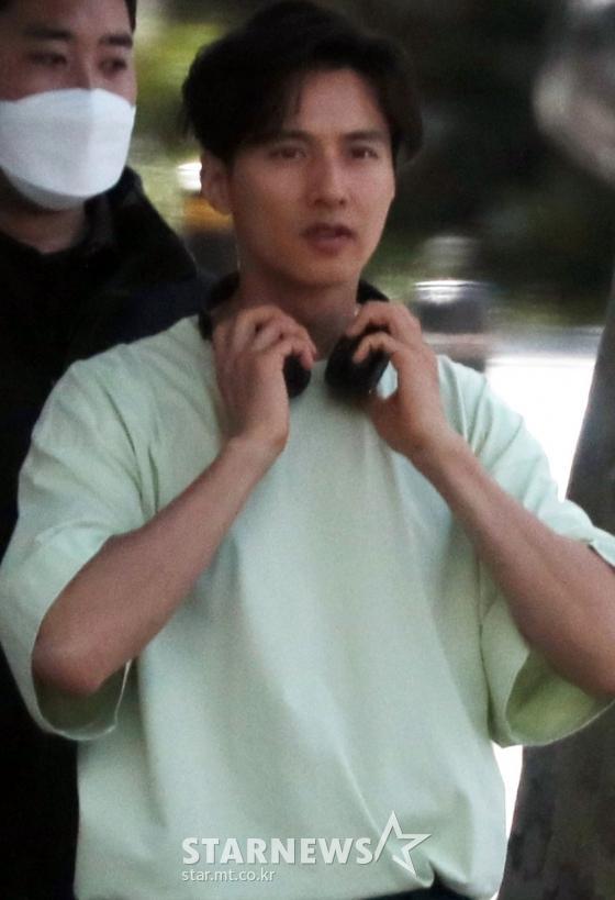 Ảnh chụp lén Won Bin (42 tuổi) trên phố khiến Knet điên đảo: Lee Na Young mất chồng như chơi! ảnh 1