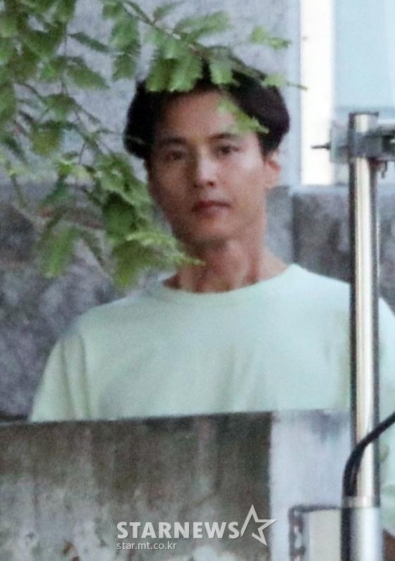 Ảnh chụp lén Won Bin (42     tuổi) trên phố khiến Knet điên đảo: Lee Na Young mất chồng như chơi! ảnh 16