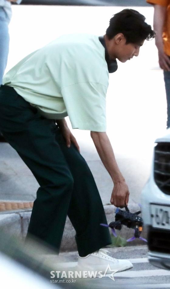 Ảnh chụp lén Won Bin (42 tuổi) trên phố khiến Knet điên đảo: Lee Na Young mất chồng như chơi! ảnh 10