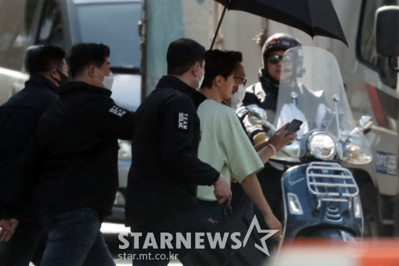 Ảnh chụp     lén Won Bin (42 tuổi) trên phố khiến Knet điên đảo: Lee Na Young mất chồng như chơi! ảnh 17