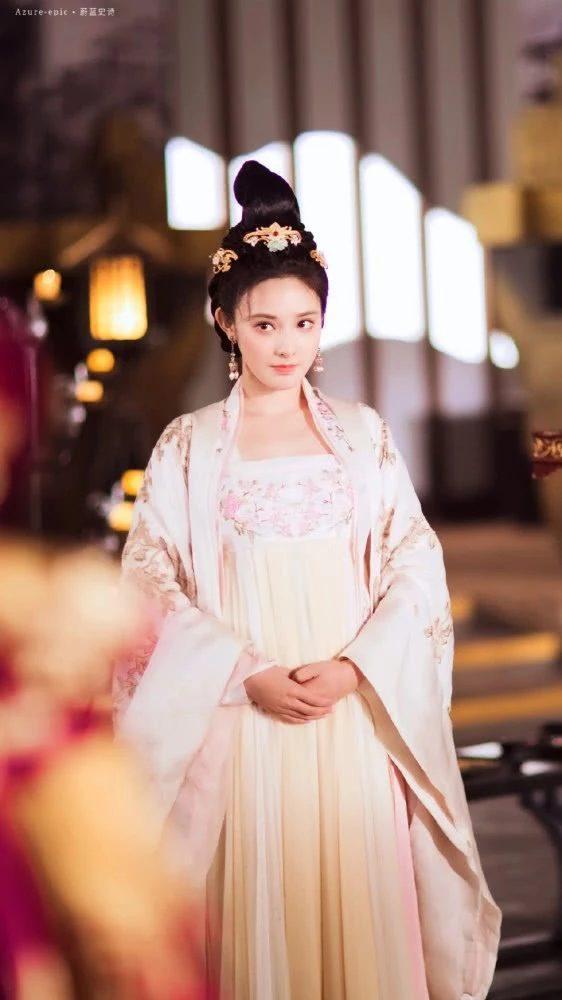 Gà cưng của Phạm Băng Băng  Bành Tiểu Nhiễm xinh đẹp trong tạo hình Dương Quý Phi ảnh 7
