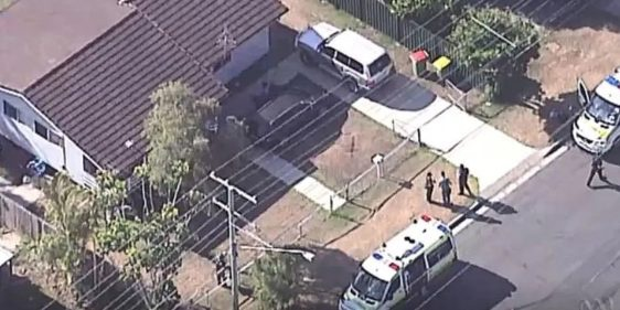 Cảnh sát đến hiện trường vụ án.