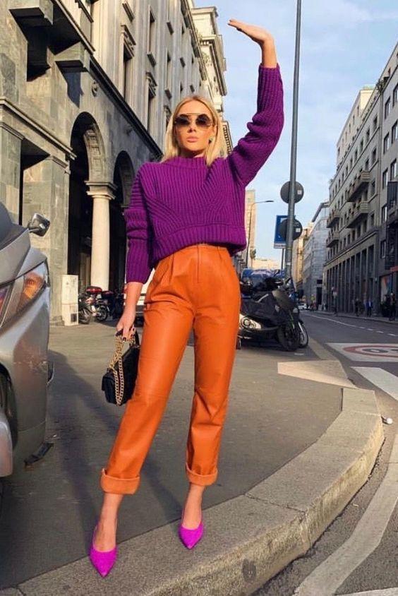 Cây tím sành điệu khi được mix cùng quần bóng màu cam