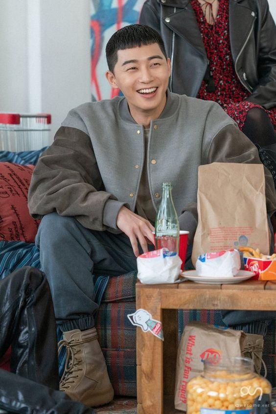 Chàng trai Sae Ro Yi điềm tĩnh với nụ cười tỏa nắng