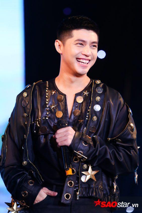 Noo Phước Thịnh trong buổi showcase mừng sinh nhật tuổi 30 của mình.