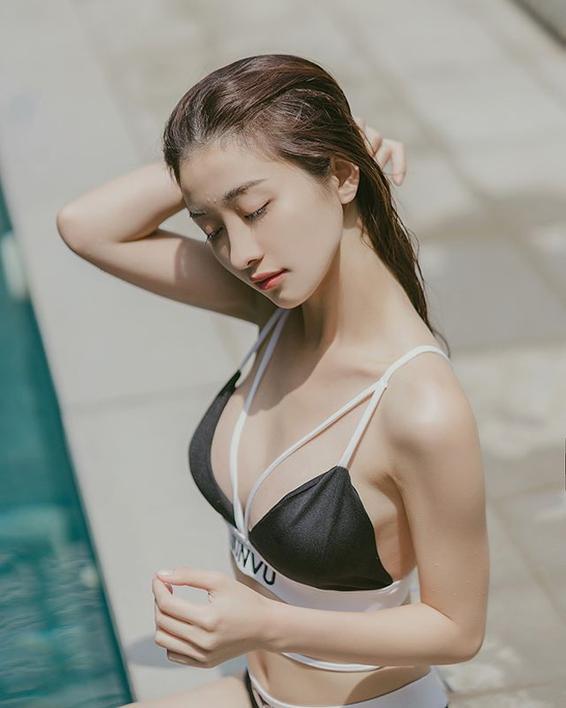Chịu khó diện bikini và đồ trễ nải khoe vòng 1, thế nhưng, Jun Vũ tuyên bố nâng ngực là để. ảnh 4