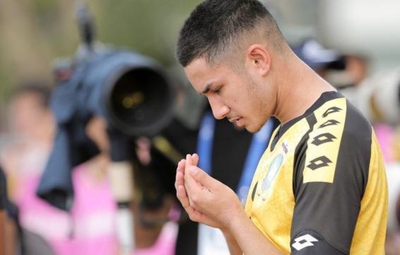 Cầu thủ trẻ theo đuổi nghiệp bóng đá vì đam mê.