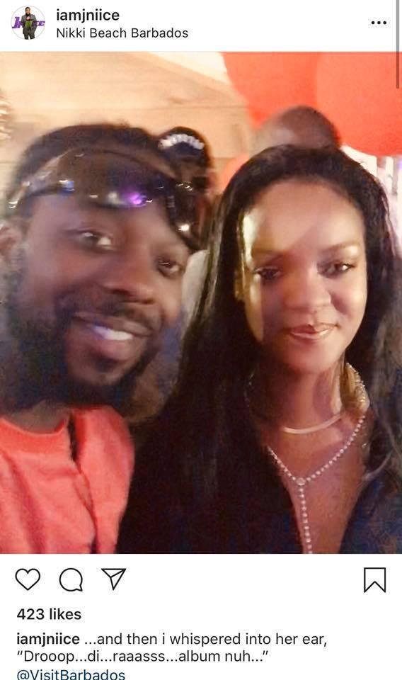 Một MC của đài đã tiết lộ cuộc nói chuyện ngắn ngủi với Rihanna.