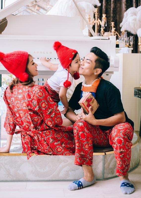 Trước nhiều sóng gió, vợ chồng Khánh Thi – Phan Hiển đã cùng nắm tay vượt qua để có thể đến được với nhau và xây dựng một mái ấm gia đình như hiện tại. Vậy nên, cả hai vợ chồng rất trân trọng từng khoảnh khắc quý giá này.