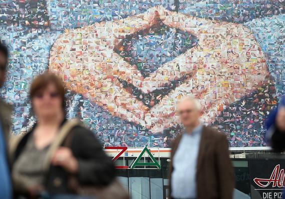 Biểu tượng kim cương đặc trưng của bà Merkel.