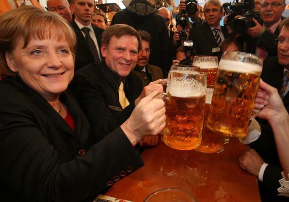 Bà Merkel vốn không ưa tiệc tùng quá náo nhiệt.
