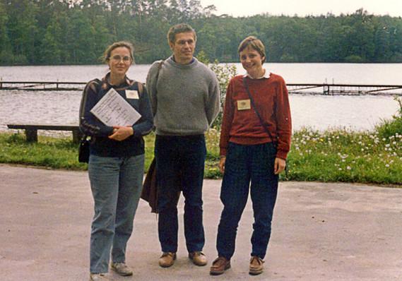 Ông Sauer (giữa) và bà Merkel (phải) vào năm 1989.