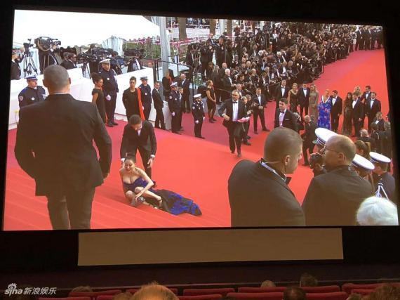 Hoa hậu Quý bà Trung Quốc đáp trả chỉ trích giả vờ té ngã để khoe ngực tại thảm đỏ Cannes 2018 ảnh 1