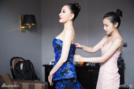 Hoa hậu Quý bà Trung Quốc đáp trả chỉ trích giả vờ té ngã để khoe ngực tại thảm đỏ Cannes 2018 ảnh 4