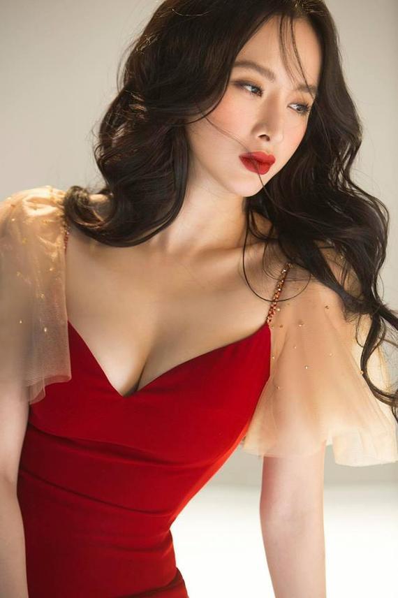 Nóng mắt với pha đụng hàng váy áo lịch sử đẹp bất phân thắng bại của dàn mỹ nhân Việt ảnh 5
