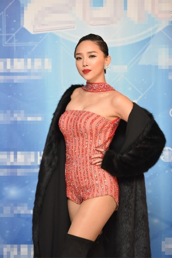 Phát ngất với gu thời trang phang thời tiết của sao Việt, đỉnh như Sơn Tùng ai ngờ cũng góp mặt ảnh 16