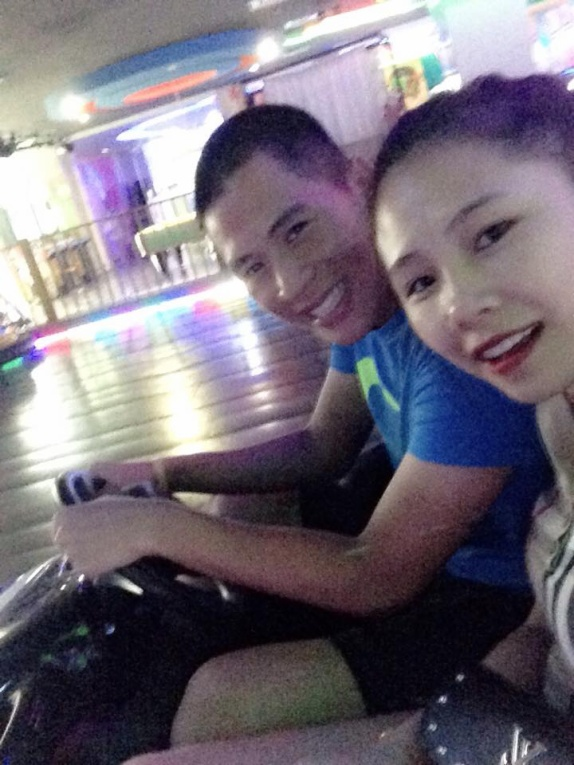 Đình Trọng thường xuyên dẫn Trang Heo đi chơi, dạo phố.