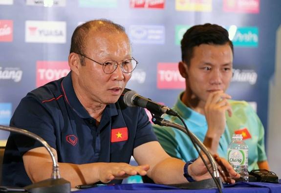 Trả lời phỏng vấn sau họp báo, HLV Park cảm thấy tự hào khi thắng Thái Lan.