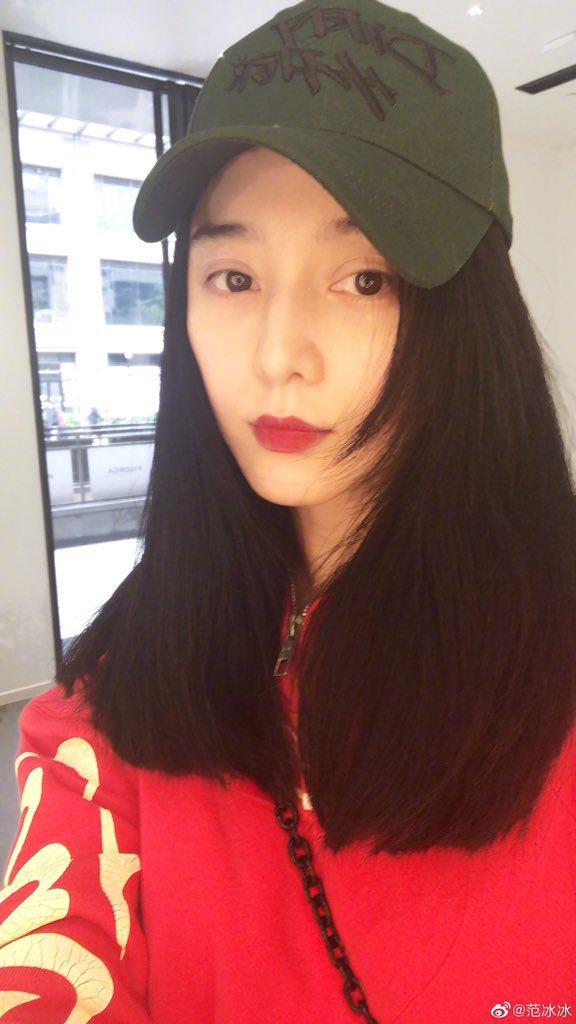 Phạm Băng Băng selfie trẻ trung.