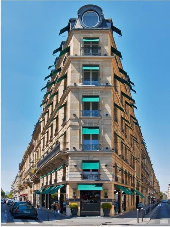 Khách sạn trong bộ ảnh mà Ngọc Trinh mới đăng gần đây có tên là Le Metropolitan a Tribute Portfolio Hotel, tọa lạc tại quận 16, gần đại lộ Champs Elysées, Paris (Pháp).