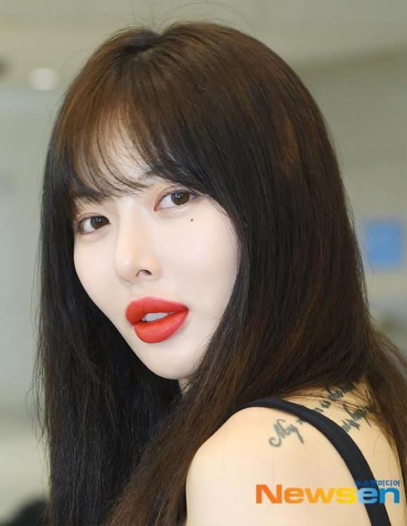 HyunA khiến nhiều người không khỏi bất ngờ và thích thú trước sự đáp trả mạnh mẽ và thẳng thừng của mình về tin đồn bơm môi.