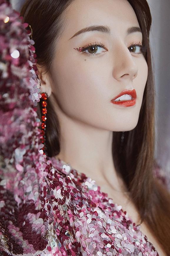 Liều lĩnh chọn phong cách make up chưa từng có tiền lệ tại Vbiz, Quỳnh Anh  vợ Duy Mạnh là cô dâu đi đầu xu hướng hot hit 2020 ảnh 12