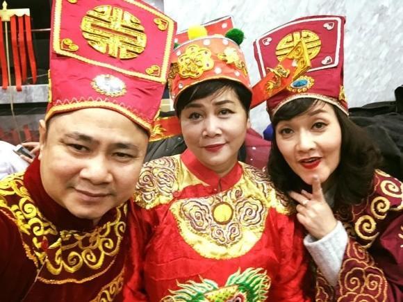 Tự Long - Vân Dung hào hứng chào mừng Minh Hằng trở lại chương trình.