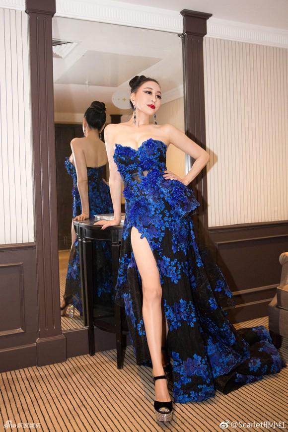 Hoa hậu Quý bà Trung Quốc đáp trả chỉ trích giả vờ té ngã để khoe ngực tại thảm đỏ Cannes 2018 ảnh 8