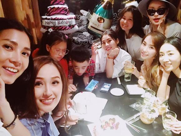Mai Phương Thuý mừng sinh nhật tuổi 30 với hội bạn thân toàn mĩ nhân trước đó.