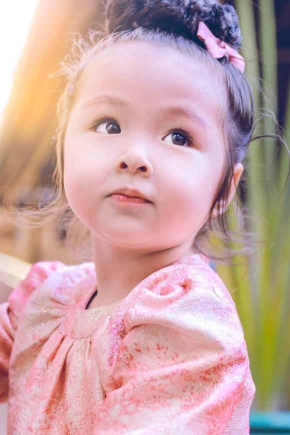 Con gái 4 tuổi của Elly Trần khiến nhiều người thích thú bởi màn bắn tiếng Anh cực lưu loát và siêu dễ thương ảnh 3