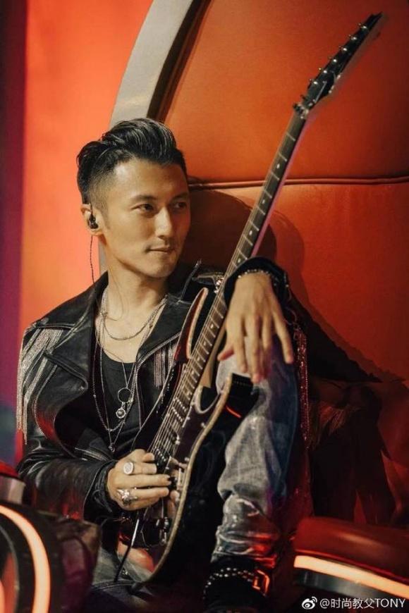 """Nổi tiếng là thế, nhưng khi ngồi vào vị trí HLV The Voice China, Tạ Đình Phong vẫn bị mang tiếng """"dựa hơi vợ""""!"""