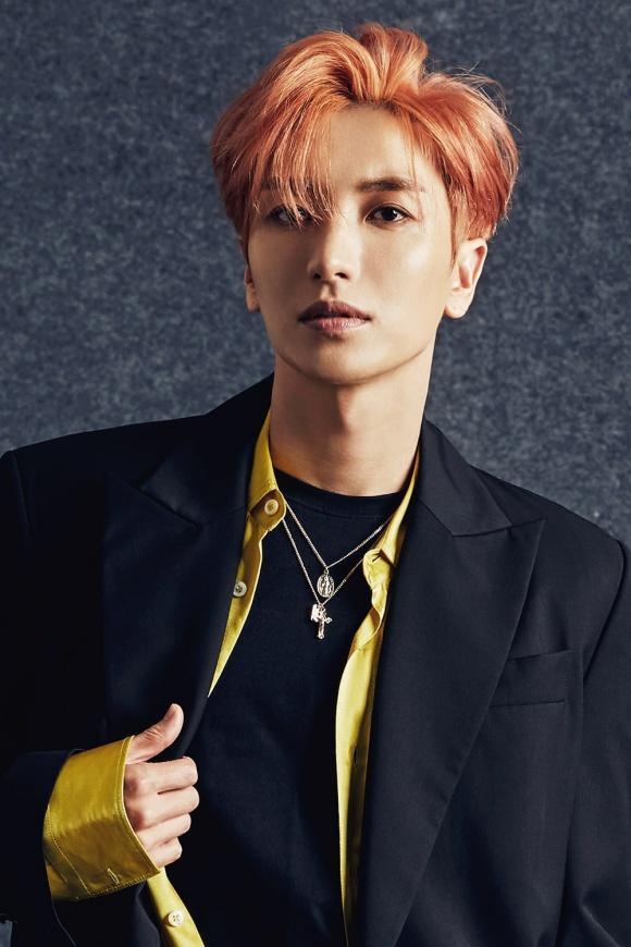 Leeteuk tốt nghiệp Cử nhân và Thạc sĩ khoa Phát thanh Âm nhạc của Đại học Chungwoon, sở hữu bằng Tiến sĩ chuyên ngành Thương mại học và Thương mại Quốc tế của Đại học Gacheon.