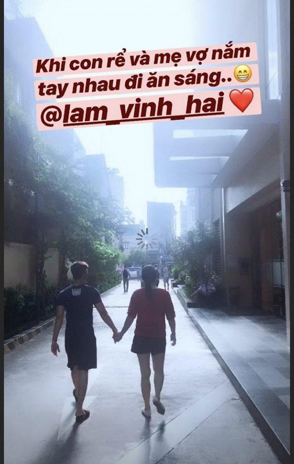 Linh Chi khoe ảnh Lâm Vinh Hải và mẹ vợ tương lai nắm tay nhau đi tung tăng ảnh 0