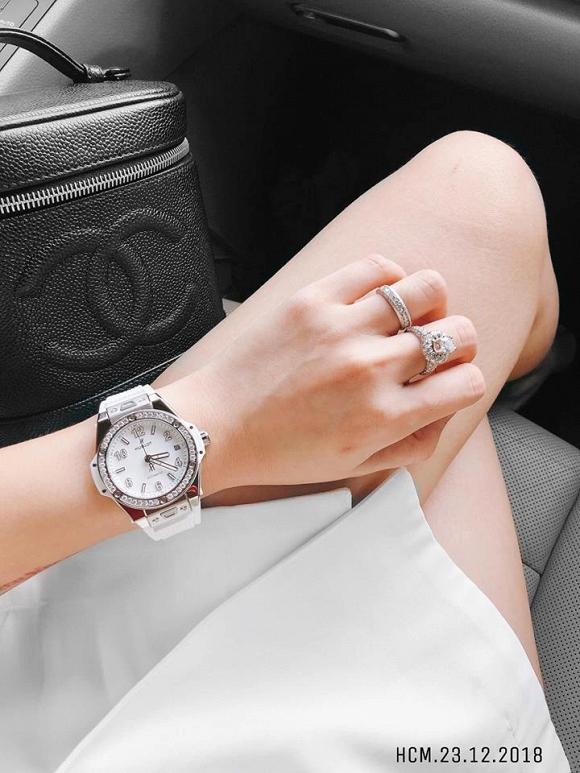 …hoặc nhẫn kim cương.