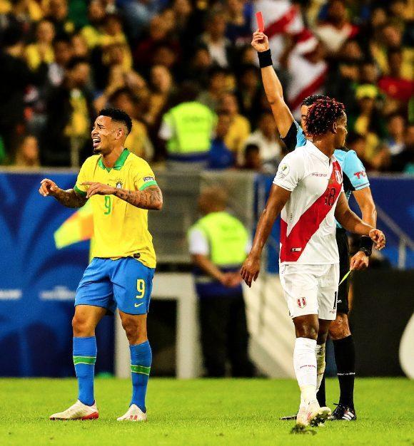 Tiền đạo Gabriel Jesus đã bị truất quyền thi đấu trong trận chung kết Copa America 2019 sau khi nhận 2 thẻ vàng.