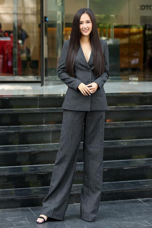 Mặc vest thả rông vòng 1: Mai Phương Thúy mặc hoài một kiểu mà chả chán bao giờ ảnh 6