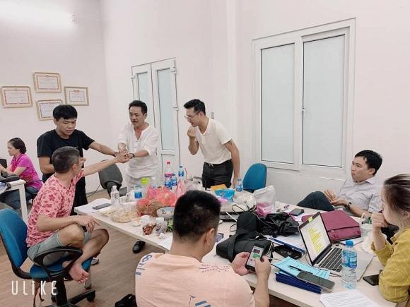 Nghệ sĩ Quốc Khánh trong buổi tập kịch bản cho Táo quân 2020.