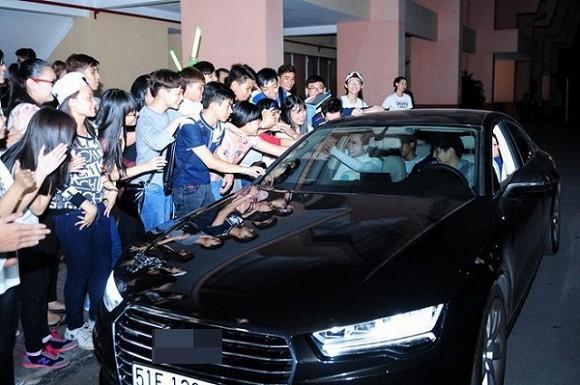 Audi A7 Sportback 2015 trang bị khối động cơ xăng V6, TFSI, dung tích 3.0 lít, sản sinh công suất tối đa 310 mã lực tại 5.250 - 6.500 vòng/phút và mô-men xoắn cực đại 440 Nm tại 2.900 - 4.500 vòng/phút. Với khối động cơ này, xe có thể tăng tốc từ 0-100 km/h trong 5,6 giây và đạt vận tốc tối đa 250 km/h. M