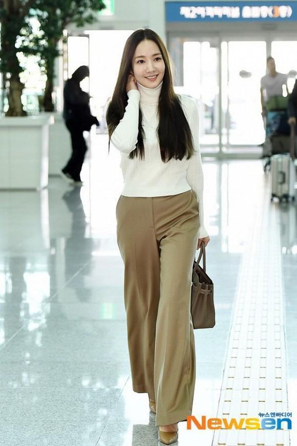 """Thần thái cùng cách lên đồ của nàng """"Thư ký Kim"""" như một nàng siêu mẫu"""