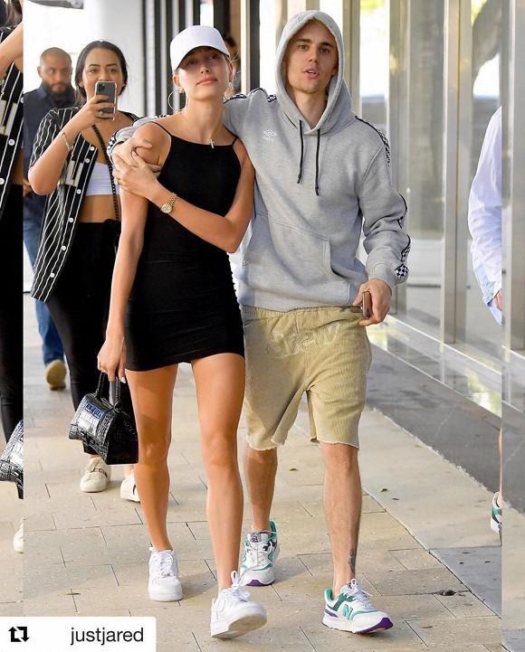 Fans nhận ra Justin và vợ liền giơ điện thoại lên chụp ảnh