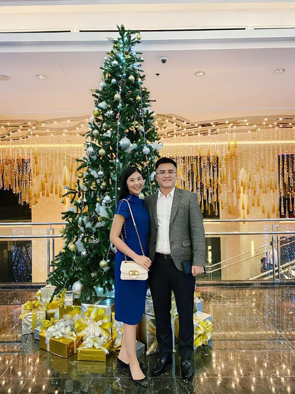 Chồng sắp cưới của Hoa hậu Ngọc Hân công khai đăng ảnh tình tứ đón Giáng sinh bên nhau