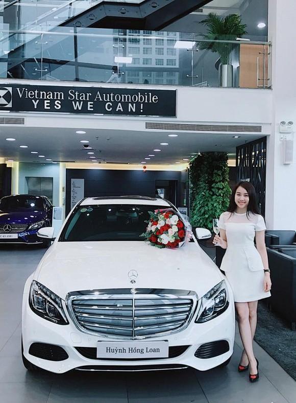 Hồng Loan sở hữu cả nhà và xe hơi ở tuổi 26